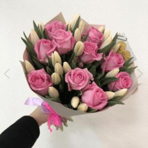 букет тюльпанов с розами